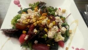 150618 125 lunch - salade geitenkaas met gepocheerde peer