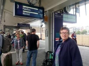 0006 in Münster wachten op de vertraagde trein naar Hamburg