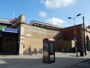 254 Ravenscourt Park station