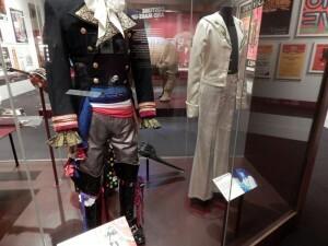 270 Victoria & Albert Museum - pak van Adam Ant en Jimmy Page
