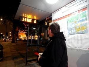432 wachten op de bus naar Hammersmith