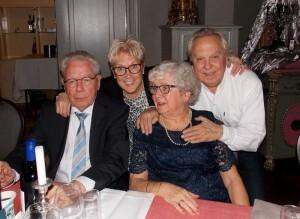 Broers en zusters: Henk, Lia, Gerda, Charles (13 december 2015)