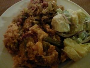 160213 221 eten bij Marja&Robert - jambalaya met spitskool en salade