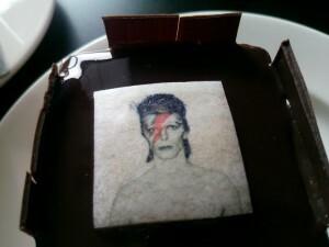 03 David Bowie Museumtaartje