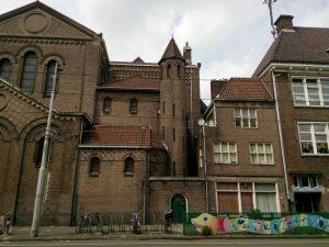 23 Agneskerk met kosterswoning