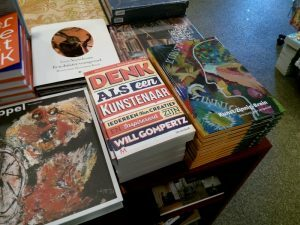 160604 330 KZB-boek in de boekwinkel