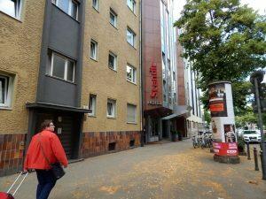 0012 Augsburgerstrasse met ons hotel