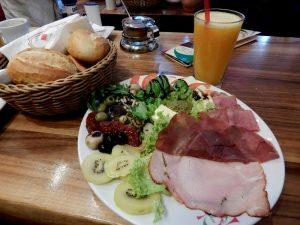 0246 Italienisches Frühstück bij de Backstube op de hoek