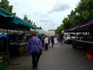 0827 Am Markt