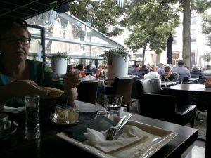 160704 049 nog meer vakantie-eten - lunchen in het centrum van Apeldoorn