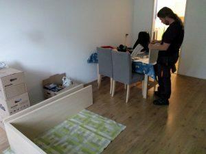 160704 056 kast monteren in het nieuwe huis
