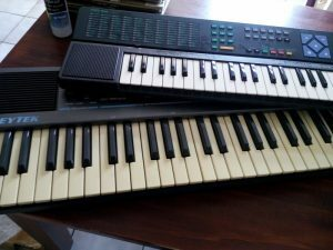 160820 234 Keytek K-40 en Yamaha mini-keyboard