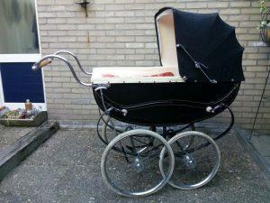 160824 299 antieke kinderwagen
