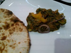 035 lamb curry with spinach and peshawar naan