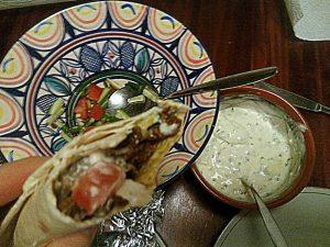 161105-204-wraps-met-lamsshoarma-en-salade-en-knoflooksaus