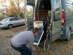 161111-241-antieke-kinderwagen-gaat-naar-museum-zandsculpturenfestijn-in-garderen
