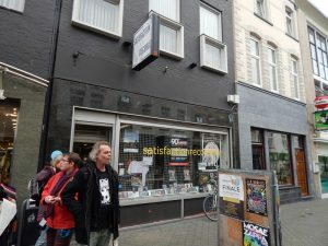 042-satisfaction-records-aan-de-oranje-nassaustraat
