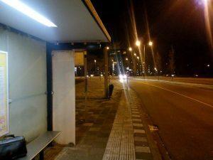161205-412-in-de-koude-wachten-op-de-bus-06-40-uur
