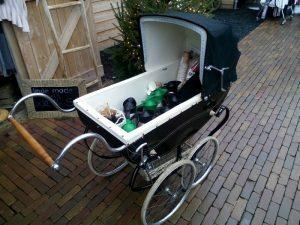 161210-445-onze-kinderwagen-doet-dienst-als-koffiekar-winter-fair-zandsculpturenfestijn-garderen
