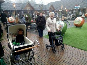 161210-448-onze-kinderwagen-doet-dienst-als-koffiekar-winter-fair-zandsculpturenfestijn-garderen