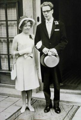 Tante Ans en Onze Vader tijdens de bruiloft van tante Anneke en oom Nico in 1963 (slechte foto van een foto)
