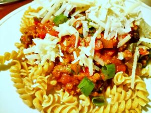 linzenpasta met bolognesesaus en parmesan